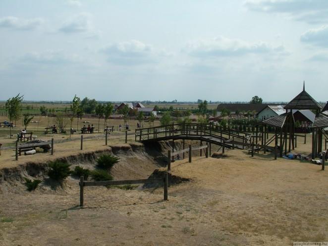 Tapioszentmarton_-_Attila_domb2C_Kincsem_lovaspark